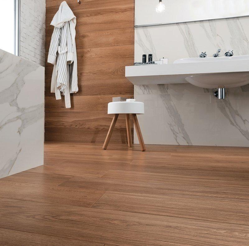 Rivestimenti bagno un mix di legni e marmo che esalta i tuoi spazi - Pavimento legno bagno ...
