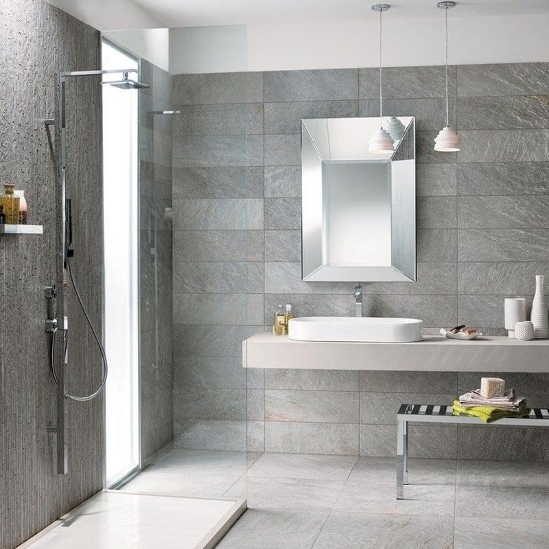progettare il bagno moderno con piastrelle effetto pietra grigia