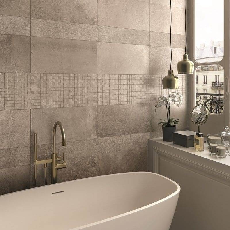 progettare il bagno effetto pietra Ecru 30x60 bocciardato e vasca