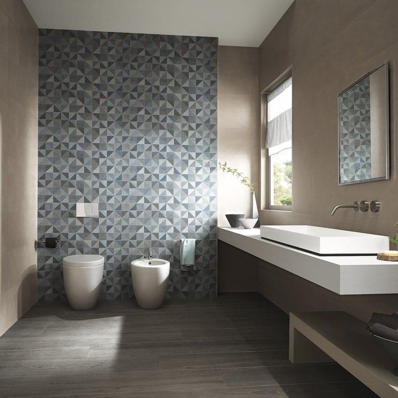 progettare il bagno con parete sanitari in evidenza