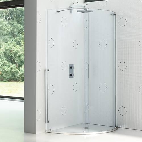 Parete doccia curvilinea con porta scorrevole in appoggio e lastra fissa curva