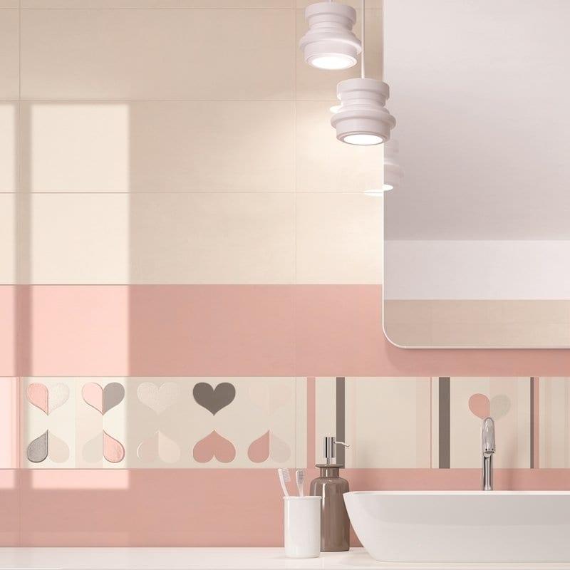 progettare il bagno con piastrelle lucide e tinte pastello