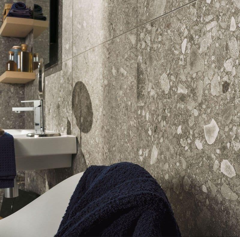 bagno padronale effetto pietra nordica