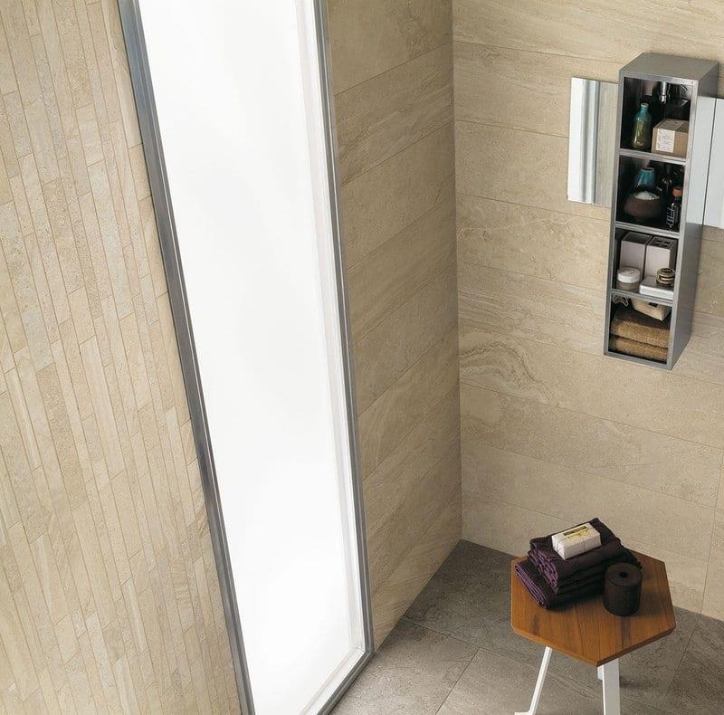 progettare il bagno padronale effetto marmo satinato sabbia