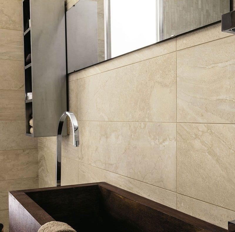 progettare il bagno padronale effetto marmo satinato sabbia particolare