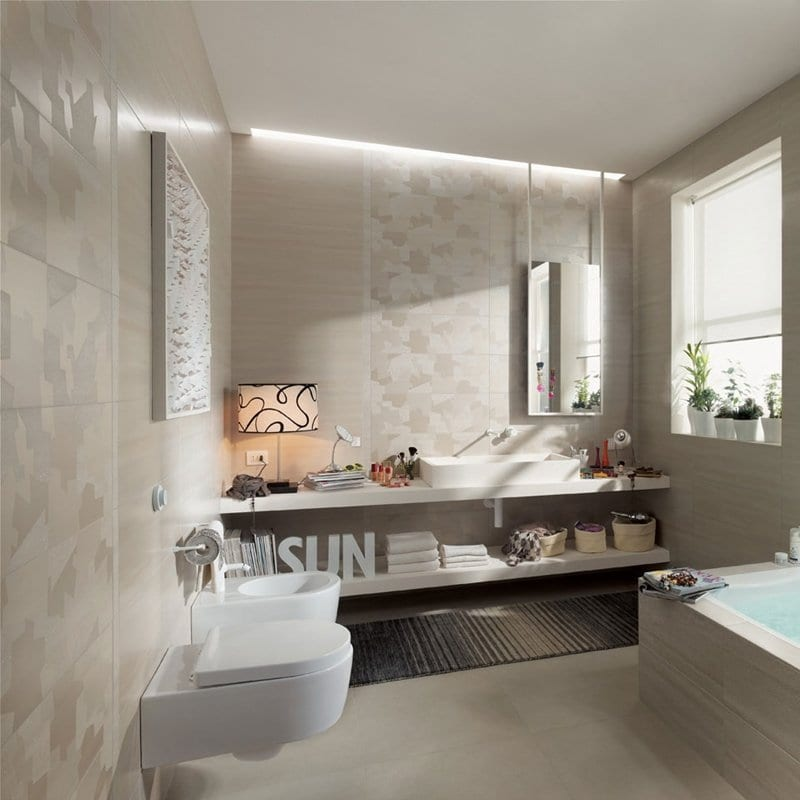 progettare il bagno ospiti con tonalità sabbia vasca e sanitari sospesi