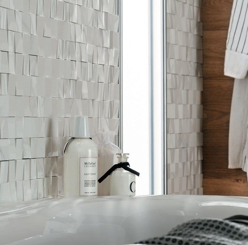 Progettare il bagno padronale particolare bagno con rivestimento bianco in 3d andhome - Rivestimento bagno legno ...