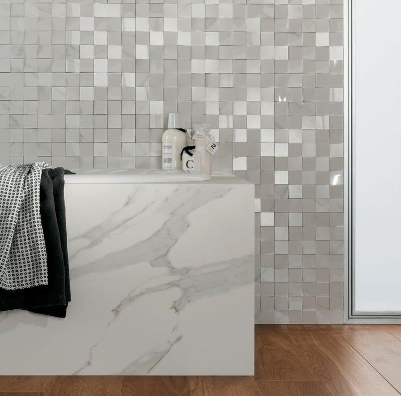 progettare il bagno vasca posata piastrella effetto marmo