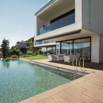 pavimento esterno effetto legno padouk listone beige piscina
